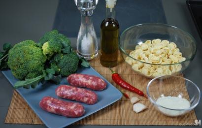 orecchiette-broccoli-e-salsiccia-ingr