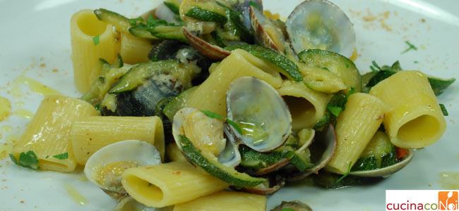 mezze-maniche-zucchine-vongole-hom-e-final-3