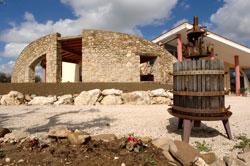 cortile-e-muro-in-arenaria