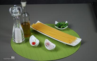 spaghetti-aglio-olio-e-peperoncino-ingr