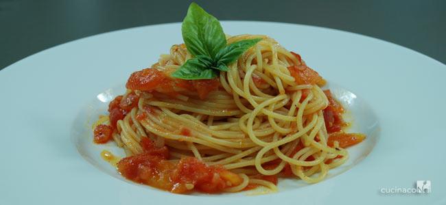 Spaghetti al pomodoro fresco - Foto ricetta - Presentazione finale - Cucina Con Noi
